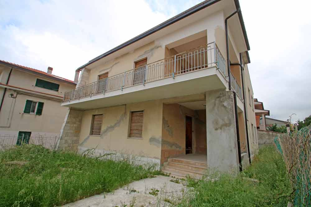 Spaziosa casa con ampio terrazzo e giardino in vendita a Casalbordino